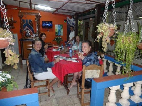 Enero 2016 - Nuestras huéspedes de Suiza en el Salón Bar Restaurante