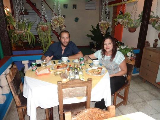 Octubre 2016 - Nuestros huéspedes de Italia disfrutando de nuestra cocina criolla en el salón bar-restaurante