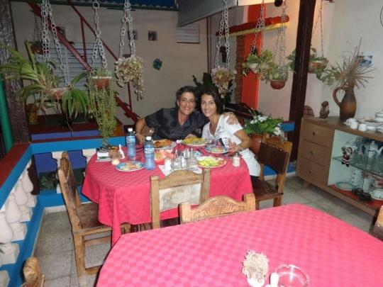 Noviembre 2016 - Nuestras huéspedes de Italia disfrutando de un buen desayuno.